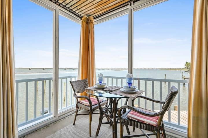 Lover`s Lane is a delightful 1 Bedroom Efficiency located on Marsh Island, only steps to all of the hustle and bustle of Chincoteague.