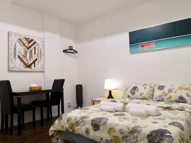 ⭐⭐⭐⭐⭐ Cozy Apartment Kensington Market Downtown TO
