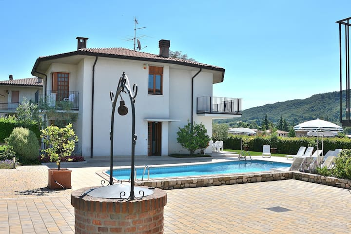 10 Sleeps Villa With Shared Pool Close To Downtown - Garda - Villa