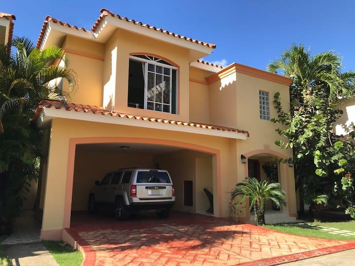 Villa entera - 3 dormitorios en Bayardo