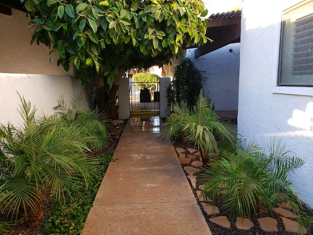 Private Casita, immaculate, cozy and comfy.