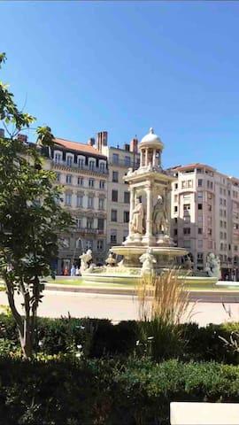 Petit Nid Place des Jacobins au cœur de Lyon