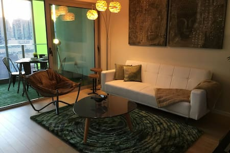 Brand new and Best location DT Van. New Mattress! - Vancouver - Huoneisto