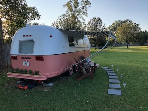 Just Peachy! 🍑 A Vintage Airstream lângă I-10/Rt 29