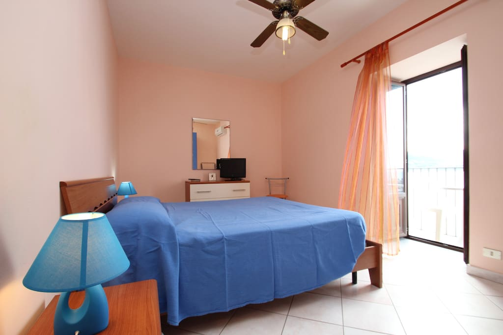 1st bedroom with balcony and seaview