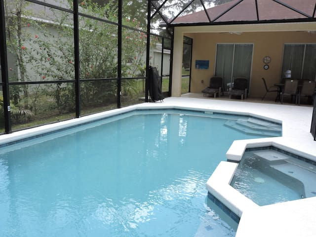 Ref 25. Luxury 4 Bed Villa with own pool. Close to Disney