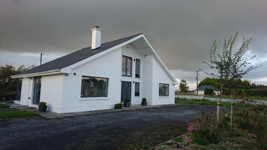 Stylish Country Home , Knockdoe, Claregalway.