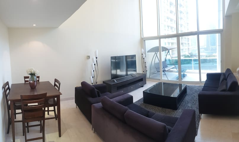 Clean Room for Lady in Duplex in Dubai Marina