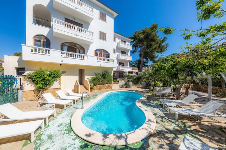 Air-Conditioned Holiday Apartment with Balcony, Shared Pool, Terrace & Wi-Fi