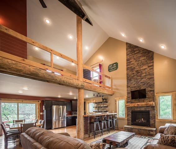 Turkey Run New Listing Luxury Cabin Near Dells