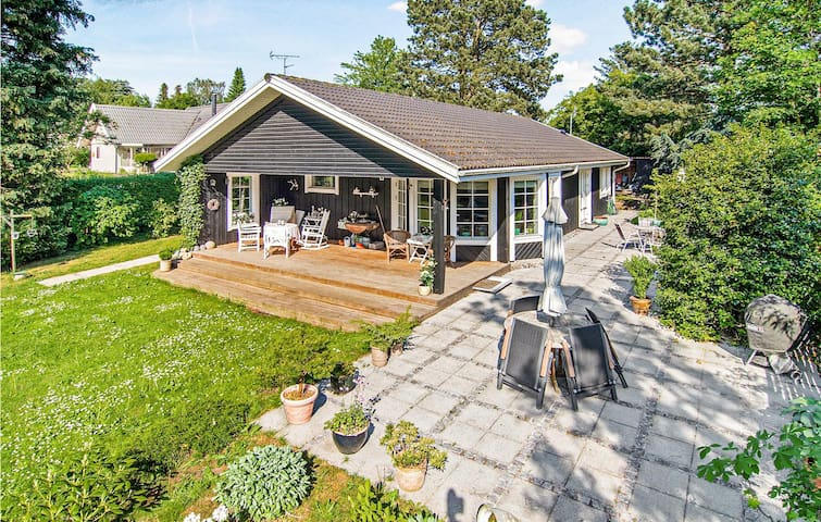 Holiday cottage with 3 bedrooms on 100m² in Hornbæk