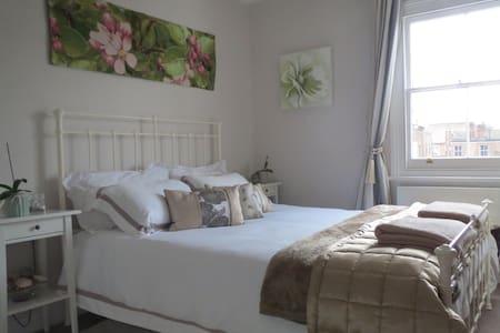 Gorgeous Double Bedroom - W12