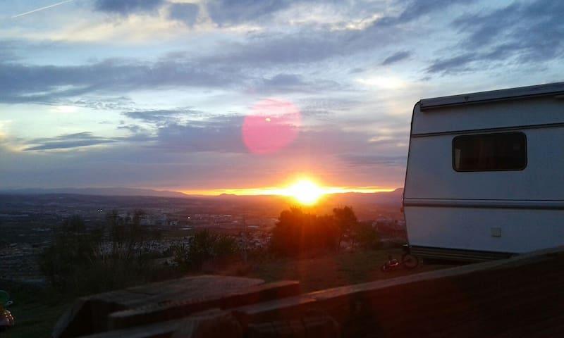Autocaravana en terreno con vistas - Granada - House