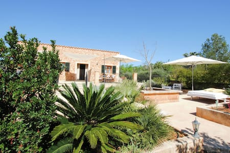 Spacious Cottage Only 6 minutes from Santa Maria del Camí Centre