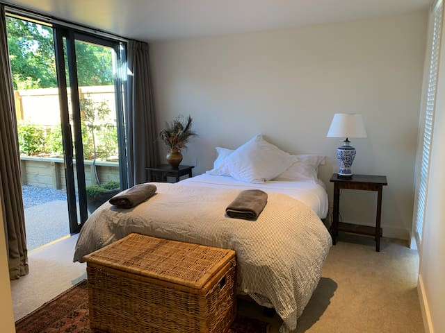 Studio -  with ensuite and private entrance