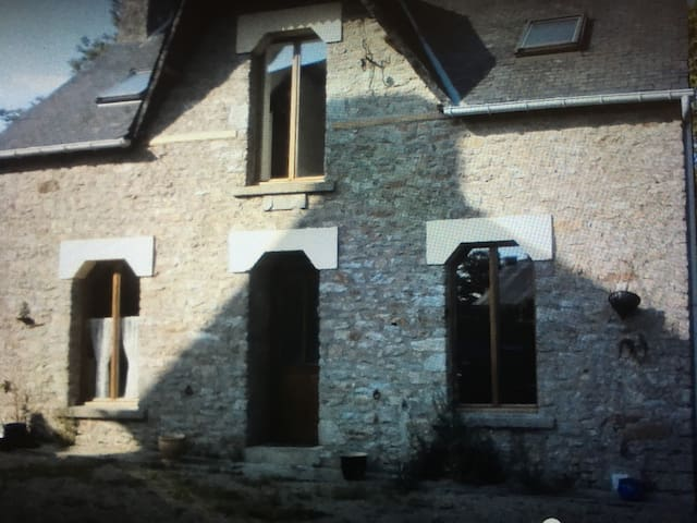 Newly furbished breton cottage - Saint-Caradec-Trégomel - House