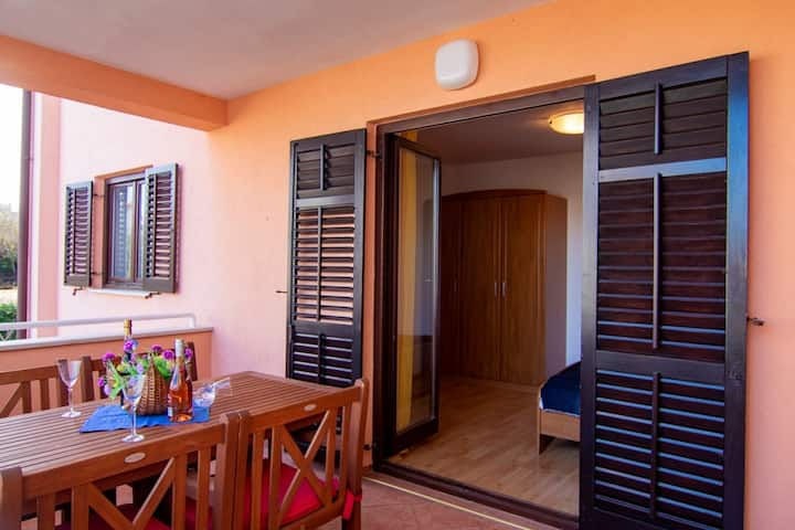 Holiday apartment II, 600m from the beach