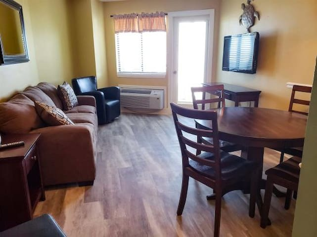 Updated Ocean View One Bedroom Condo~BW 615