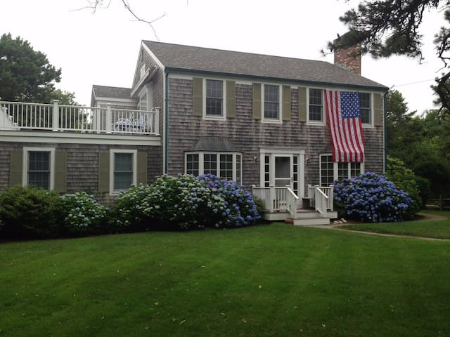 Katama 4 Bedroom-bike to South Beach and Edgartown