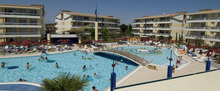 apt for 2+2 persons with pool in Bibione R25668