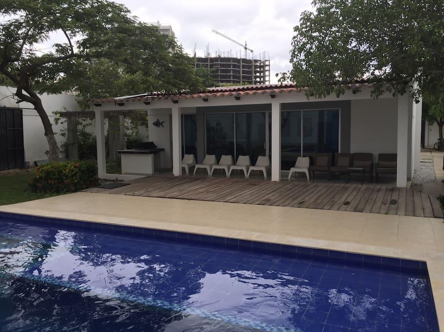 Caba a con piscina privada en el rodadero cabins en for Alojamiento con piscina privada