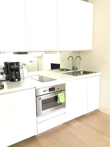 Beautiful and Airy 1 bed apt in Queens Park London - London - Rumah