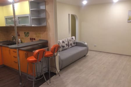 Яркая студия в Перми - Perm' - Aparthotel