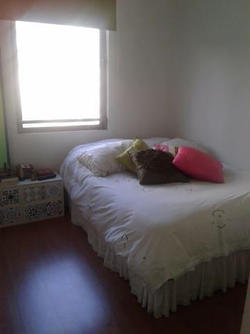 Habitación con cama matrimonial - Las Condes - Apartamento