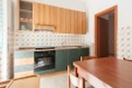 indipendent spacious apartment front the sea - Apartemen