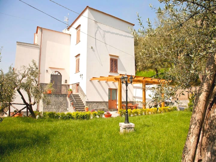 Private villa with garden & sea view near Sorrento
