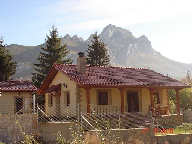 casa rural de montaña en un lugar esplendido - Villaquilambre - Rumah