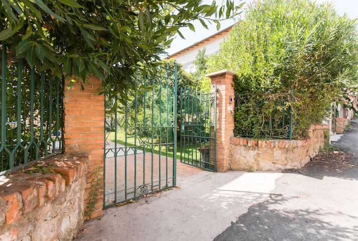 Stylish Villa in the Pigneto area, with garden