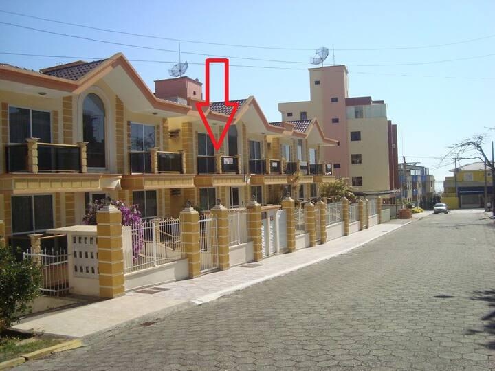 Rua Garoupeta Centro 120m da praia cod050