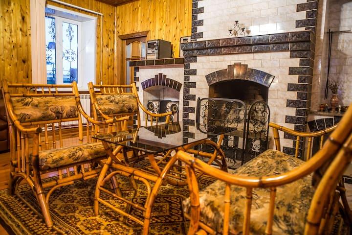 Уютный дом с настоящим камином