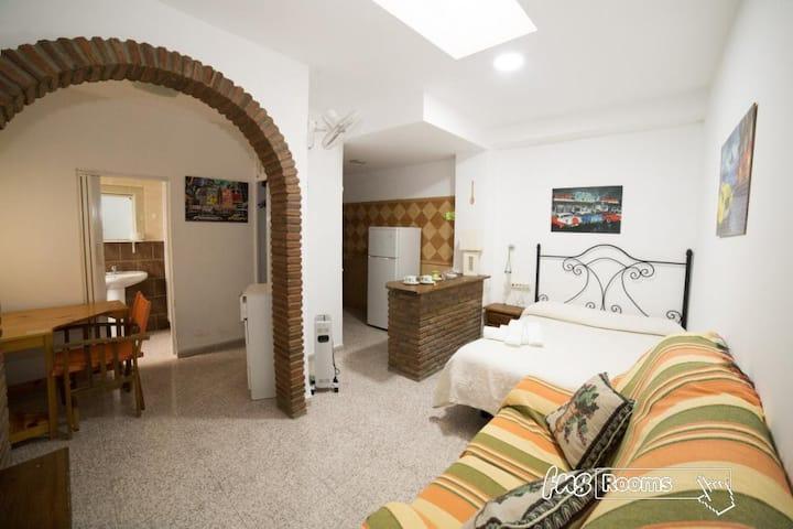 Hospedaje Lisboa Algeciras P/CA/00214 & A/CA/00232 - Studio Doble Matrimonial con cocina .Baño privado - Tarifa estandar