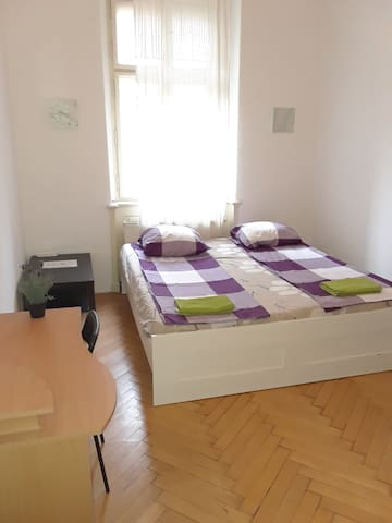 Private Room w/ Double Bed in a Beautiful Location