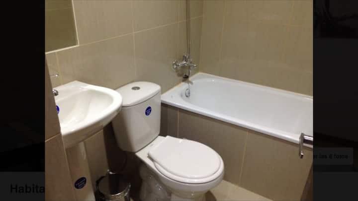 Habitación doble con baño privado cerca de Udec