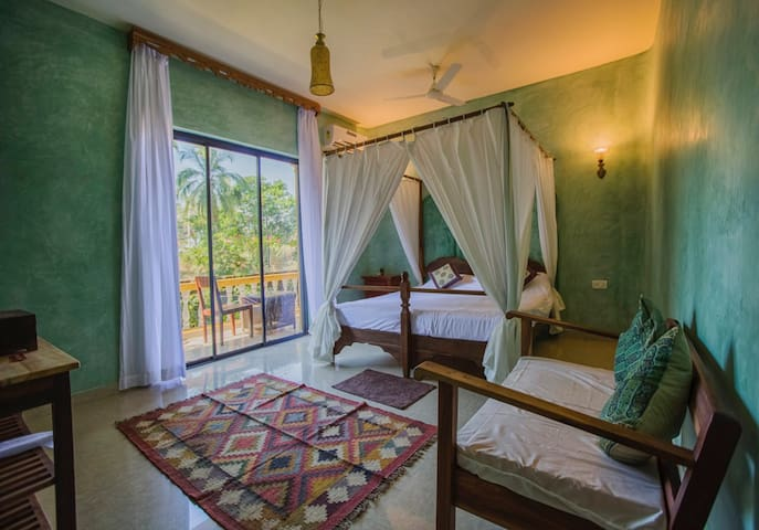 Boutique Double Room @ Morjim Beach w B'fast/Pool