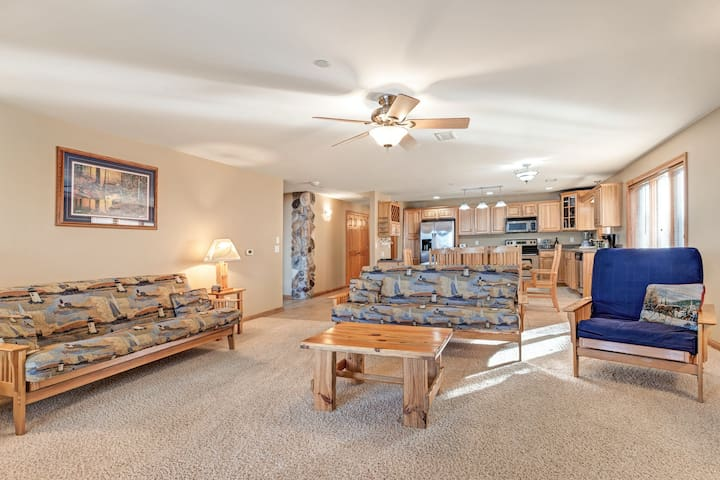 New listing! Lakefront condo with shared pool, tennis courts, and on-site golf!