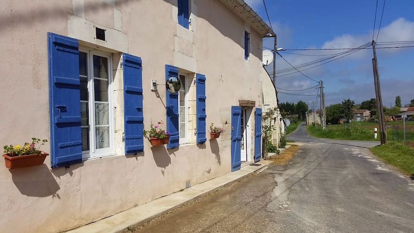 Rural peaceful house close to beaches and golf