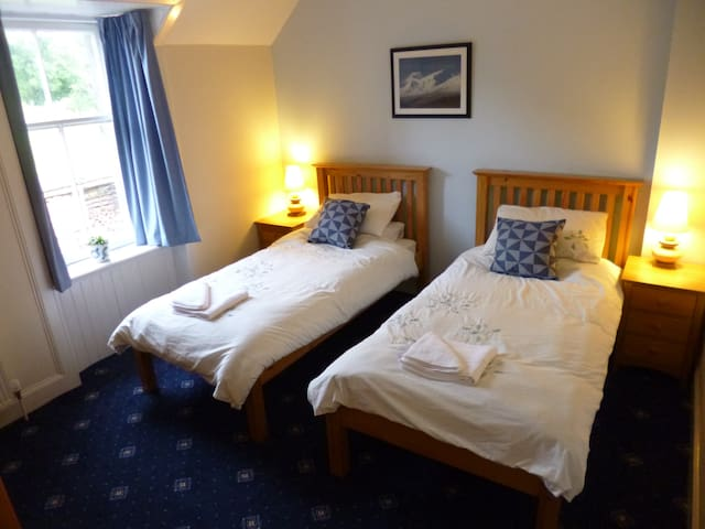 The Manse, Twin bedroom - Morvern - Casa