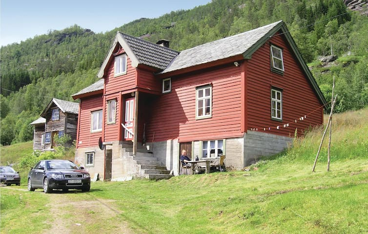 Holiday cottage with 3 bedrooms on 100 m² in Evanger