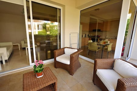 Beautiful Modern! 2 Bed APT 2 Min from Beach -L@@K - Лимассол