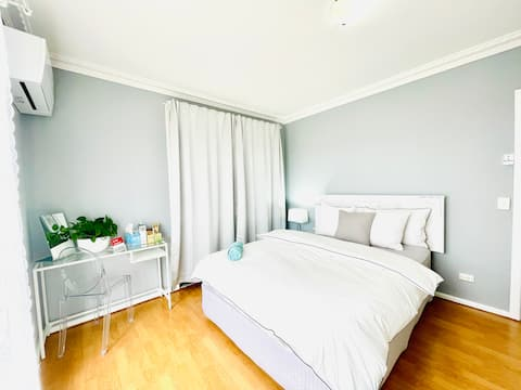 Queen Bedroom in Spacious Self-Contained Unit 1