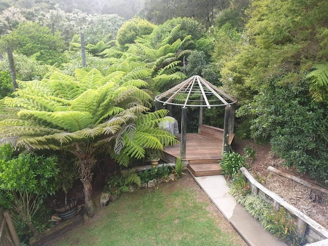 Peaceful Bush beach Cottage 2mins to beach & cafe