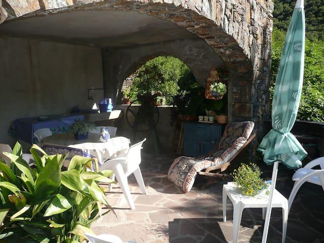 Gîte La Magnéguière dans un décor cévenol