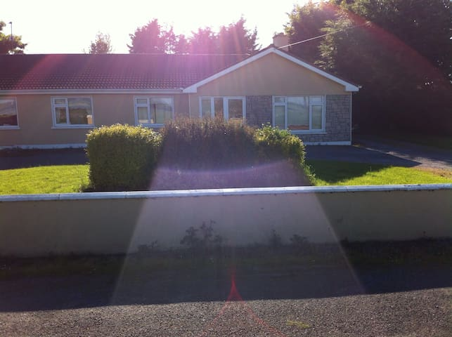 2 Rm in 4bed house near Claregalway - Claregalway - 獨棟