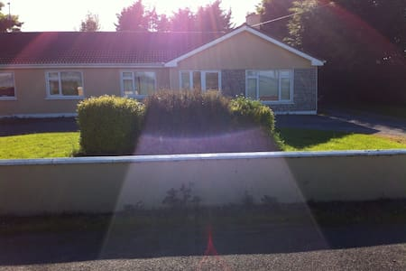 2 Rm in 4bed house near Claregalway - Claregalway - บ้าน