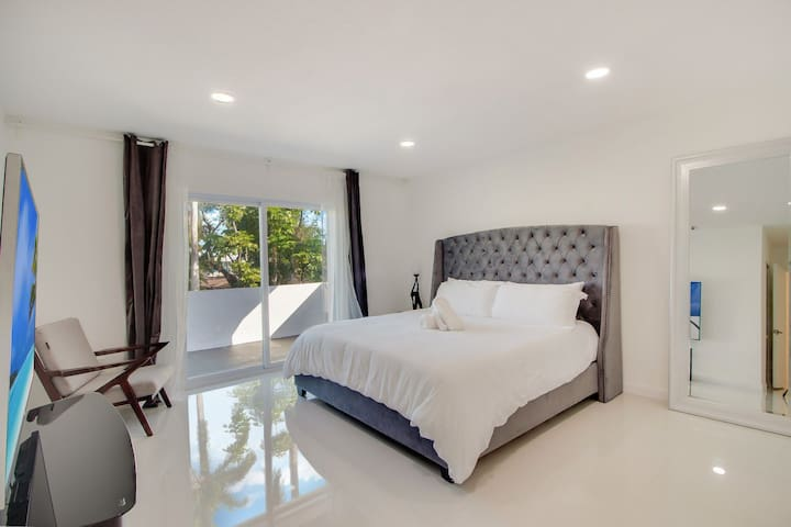 Master Bedroom With King Bed Near South Beach