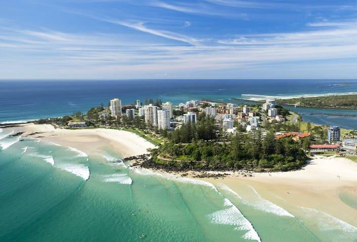 RAINBOW BAYS BEACH SHACK....Gold Coast
